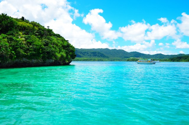10. 被選為日本百景,石垣島的人氣觀光景點「川平灣」
