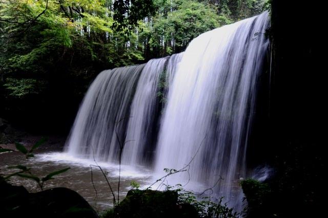 2.宛如簾幕般的神秘瀑布「鍋瀑布」