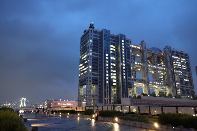 1. 球形建築物為標記!「富士電視台」