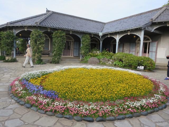 7. 被美麗的花卉包圍著的「GLOVER園」