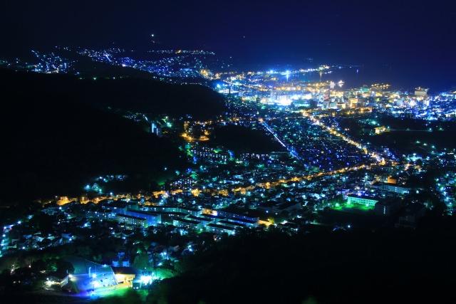 8. 從山頂上眺望點燈的一本櫻「天狗山」