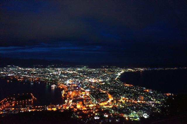 1. 從山頂望去的夜景奪人心魂的知名景點!「函館山」