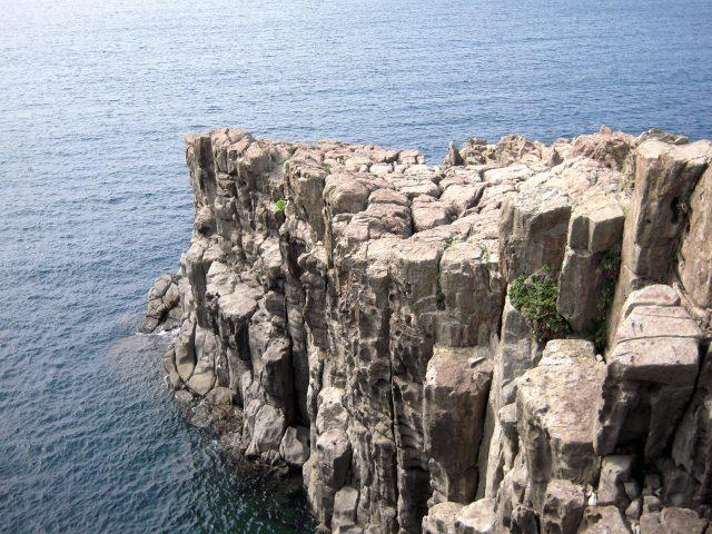 4. 日本海沿岸延綿不絕的絕景。福井縣非看不可的景色「東尋坊」