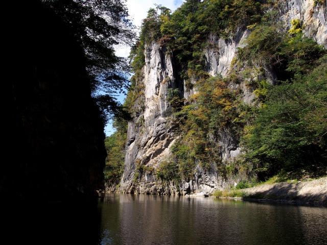4. 【岩手縣】聽著撐船人的歌聲一邊欣賞東北的風景「猊鼻渓」