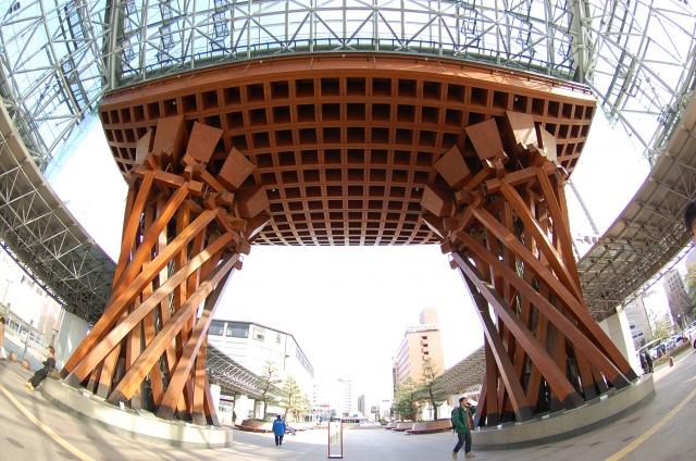 10. 巨大的鼓門與MOTENASHI一定要來看觀光的起點「金澤車站」