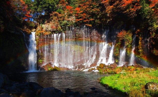 4. 好幾道瀑布所連成的自然美。賞楓亦為絕景「白絲瀑布」