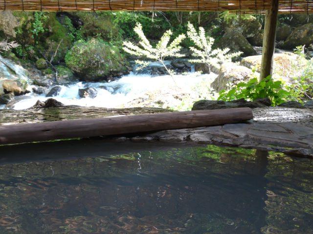 7. 被乳白色的溫泉治療!松本的人氣觀光景點「白骨溫泉」