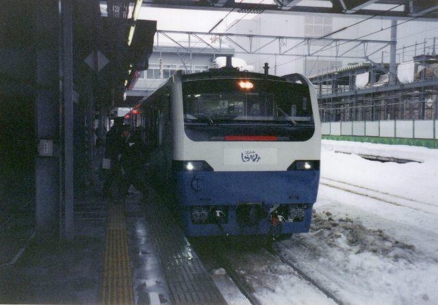 6. 鐡路迷必看!在列車中享受沿線風光。「五能線」