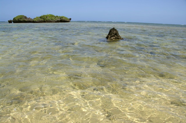 4. 在美麗沙灘上享受美好時光。「星砂之濱」